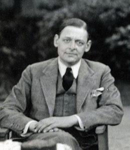 """Ο T.S. Eliot απαγγέλλει: Επιλέξαμε για τ κείμενο με τις μεταφράσεις του ποιήματος """"the hollow men"""" να παραθέσουμε μια φωτογραφία από το 1934. Φωτογράφος η lady Ottoline Morrell"""