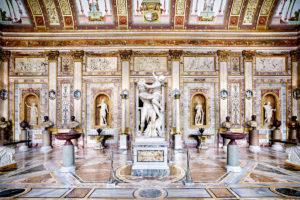 Γραμματική των Λατινικών - Επιλέξαμε μια εικόνα από το εσωτερικό της villa Borghese