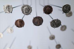 Πρόσθετο Εκπαιδευτικό Υλικό για τα Λατινικά - Επιλέξαμε για τη σελίδα που δημοσιεύουμε τα κείμενά μας για τα Λατινικά τη φωτογραφία με ρωμαϊκά νομίσματα από τον nikita andreef