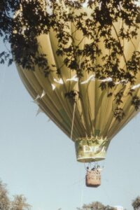 Στη ζωή λέω ναι: Για το διήγημα της μαθήτριάς μας Νεκταρίας Παπαγεωργίου που βραβεύτηκε στο διαγωνισμό των εκδόσεων Καστανιώτη επιλέξαμε την εικόνα ενός αερόστατου.
